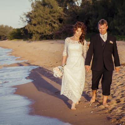 Joanna & Brett > Bushland Beach (QLD)